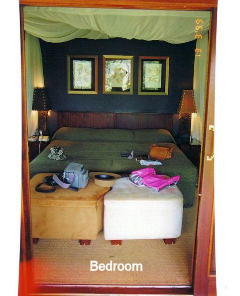 2i bedroom through front door
