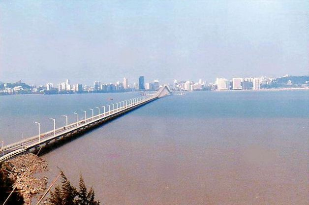 b2 Bridge to the Mainland and University