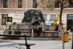 b2-statue-Nov 1989