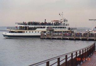 d3-Statue of Liberty Ferry-dec 88