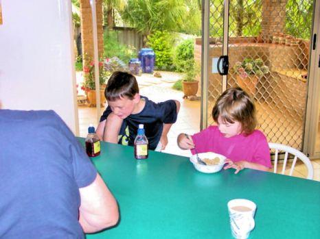 DSC00593 Ben n Abby having breakfast E
