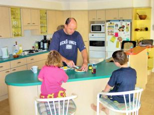 DSC00604 Dad feeding the kids E