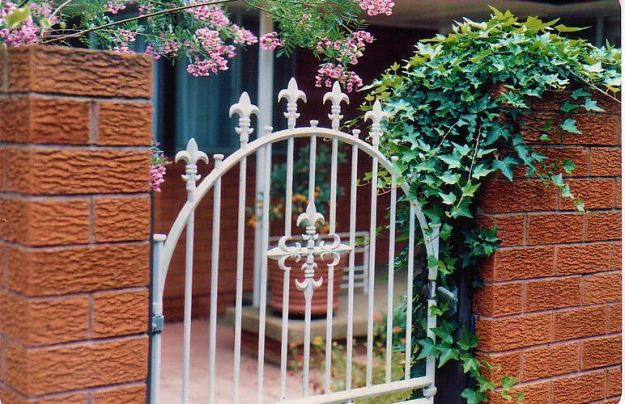 Image25a front gate