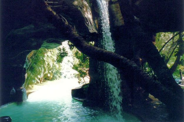 g9 Inside the grotto